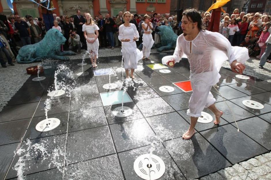 Bakterie i zanieczyszczenia w miejskich fontannach. Kąpiele to zły pomysł