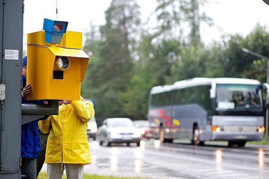 Pierwszy fotoradar przy autostradzie już stoi. Samorządowcy kibicują drogowcom