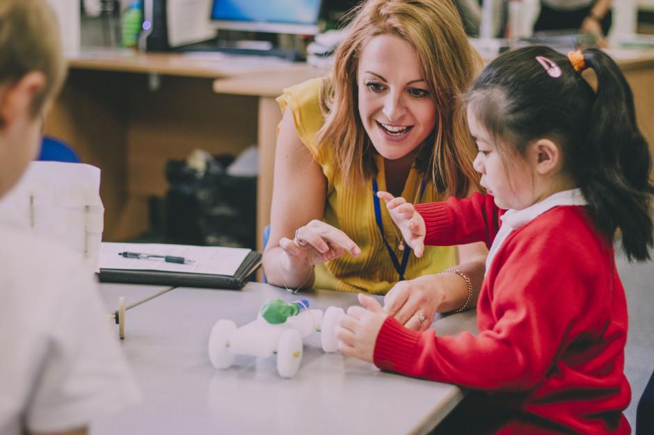 Wyższy dodatek funkcyjny dla stołecznych nauczycieli? Zdecydują radni
