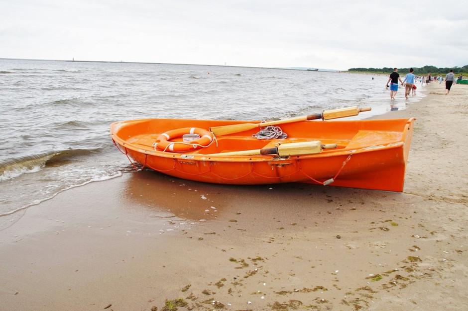 Wakacje 2018. Prawie wszystkie trójmiejskie plaże zamknięte z powodu sinic
