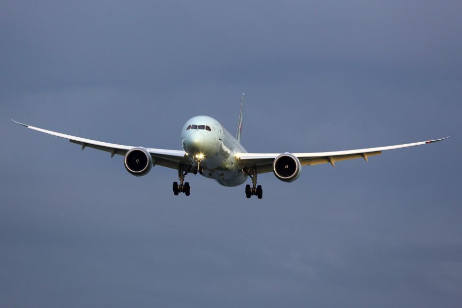 Samolot LOT-u wylądował z pomocą straży pożarnej