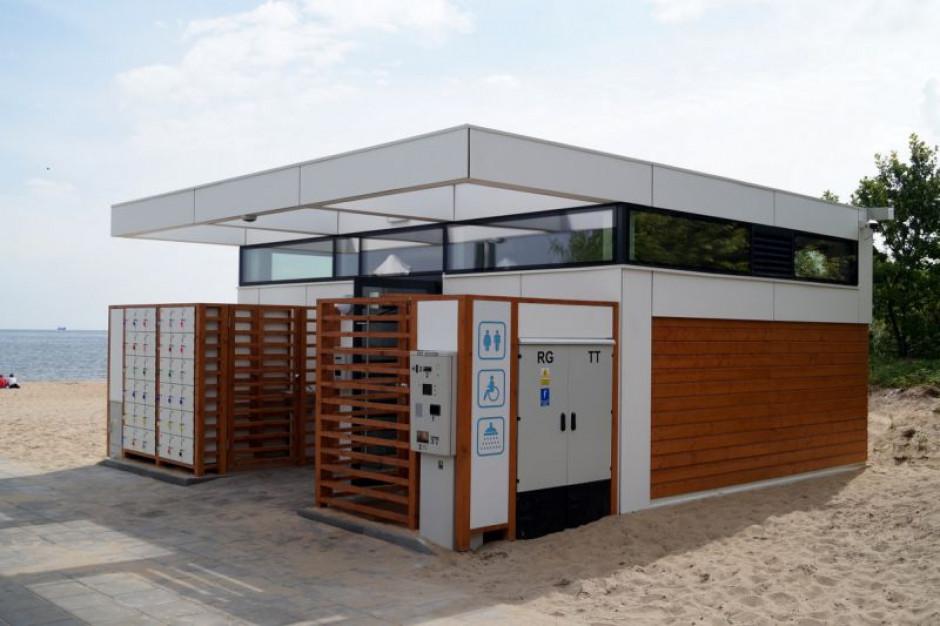 W Gdańsku nowe całoroczne toalety na plaży zdają egzamin