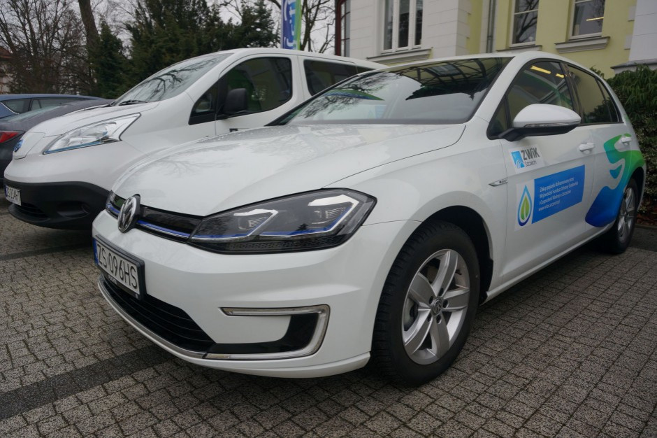 Elektromobilność. Polacy rejestrują dwudziestokrotnie mniej samochodów elektrycznych niż Niemcy