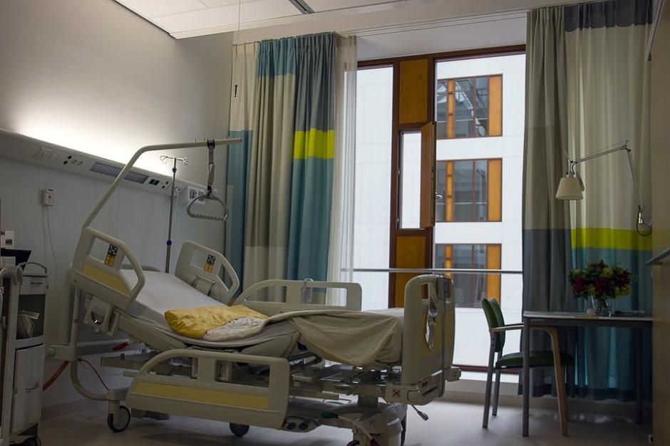 Szpitale powiatowe mają problem z kadrami. Nie mają szans w walce na wynagrodzenia