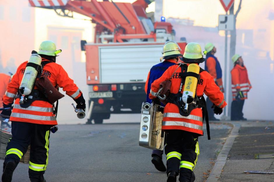 PSP: 600 interwencji w związku z burzami, jeden ze strażaków lekko ranny