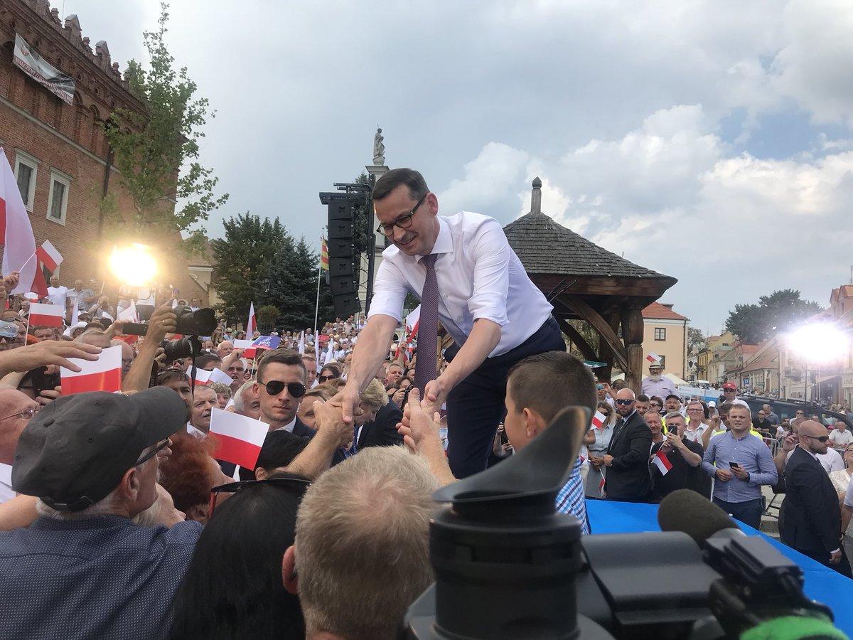 Stoimy przed wielką szansą, żeby Polska rozwijała się tak na poziomie samorządu, małych zapomnianych gmin czy powiatów - powiedział premier (fot.twitter.com/pisorgpl)