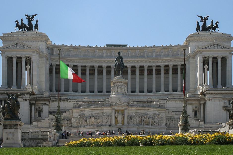 Rzym ma problem z turystami. Wprowadza całodobowe patrole przy fontannach
