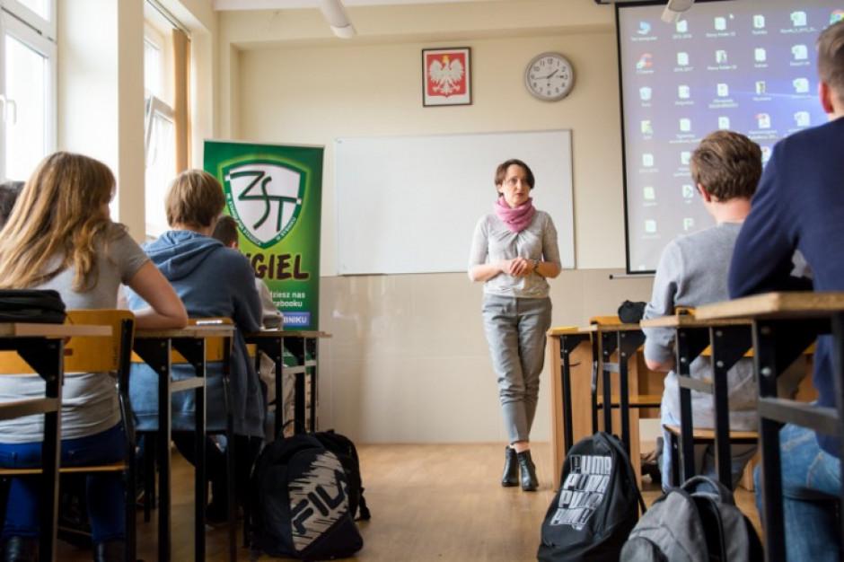 W śląskich szkołach rozpoczną się lekcje obywatelskie