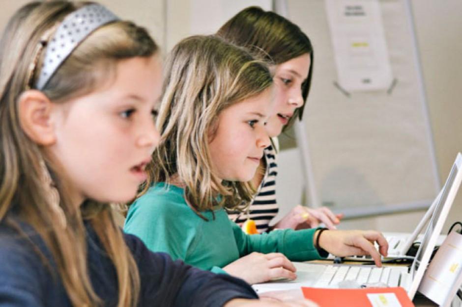 Jak rada gminy ma określić wysokość stypendium dla uczniów