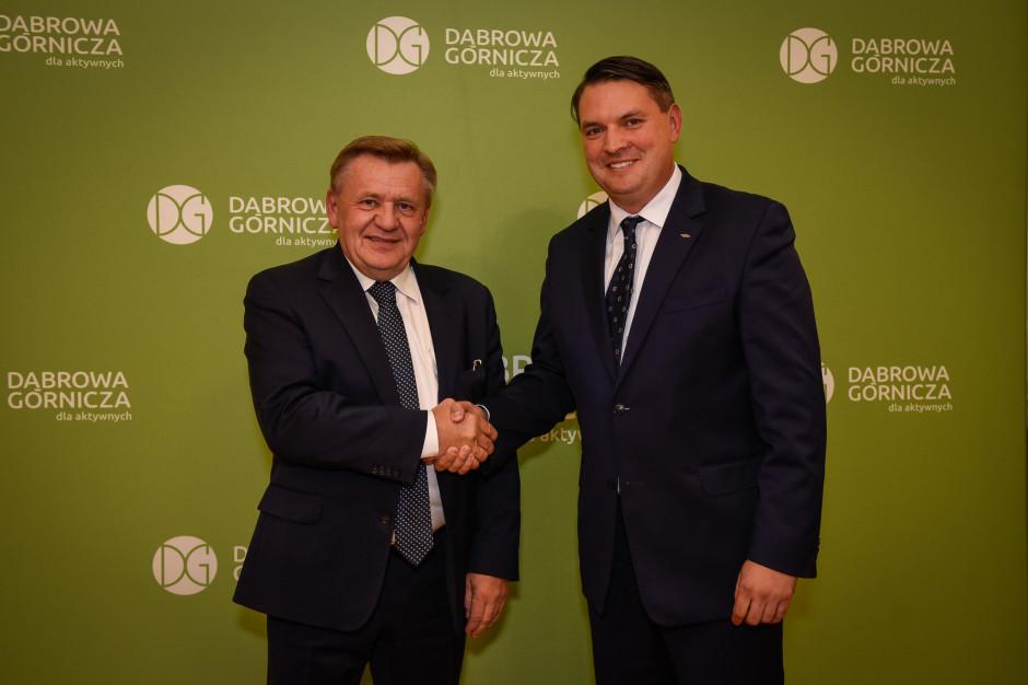 Zbigniew Podraza swoje poparcie przekazał Marcinowi Bazylakowi. (fot. UM Dąbrowa Górnicza)