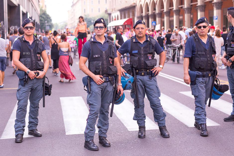 Włosi dozbrajają służby porządkowe w miastach