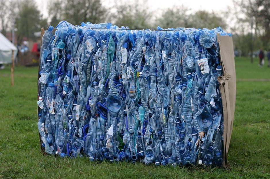 Do 2030 roku wszystkie opakowania z tworzyw sztucznych mają się nadawać do recyklingu