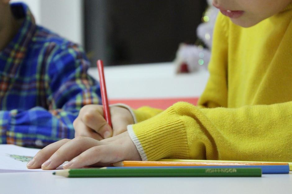 RODO w szkołach: na co potrzebne zezwolenie, a co można robić bez pytania rodziców