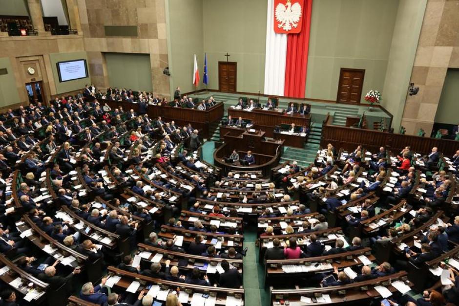 Posłowie w wyborach samorządowych. Wielki exodus czy tylko gra pozorów?