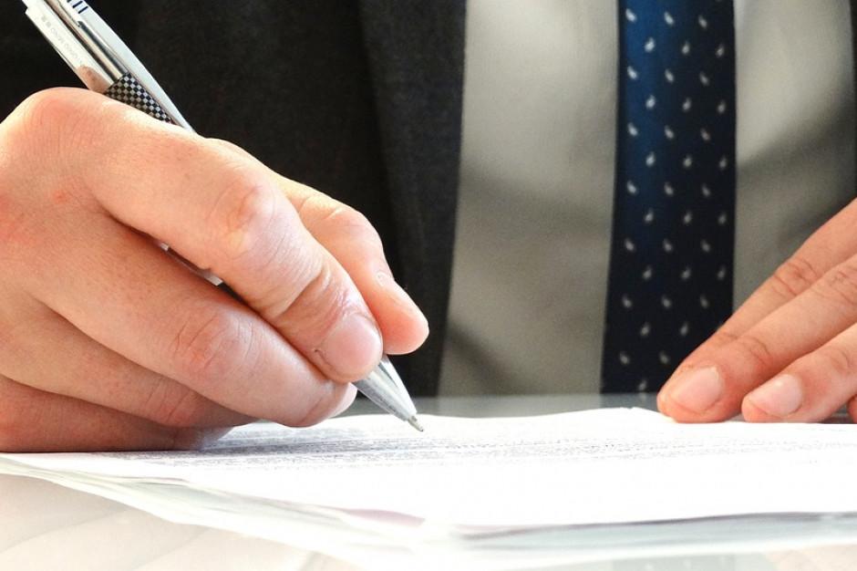 Wzory oświadczeń lustracyjnych: Komisarz może odmówić rejestracji kandydata?