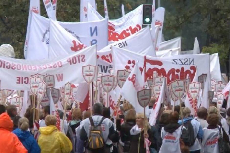 Nauczyciele z Gdyni, Warszawy i Kielc dołączyli do protestu w Krakowie