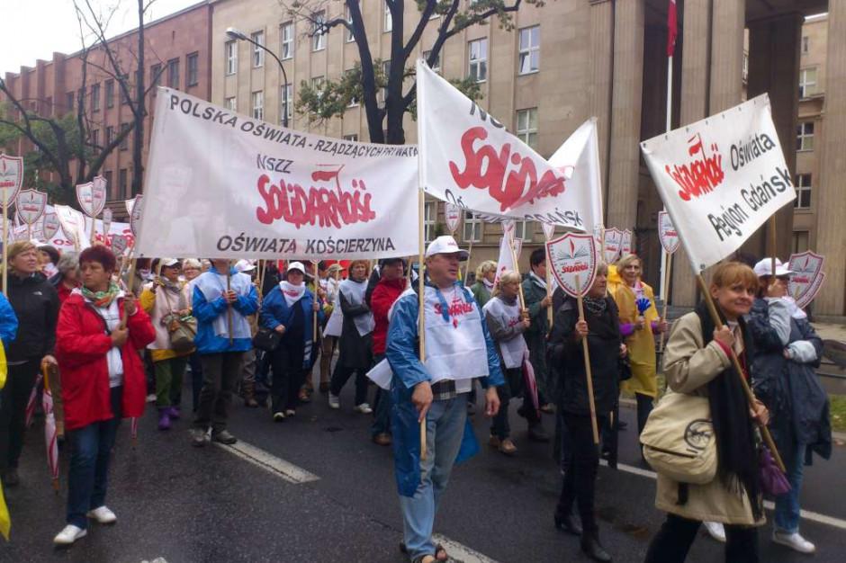 Nauczyciele manifestowali w Warszawie. Domagają się podwyżek o 15 proc.