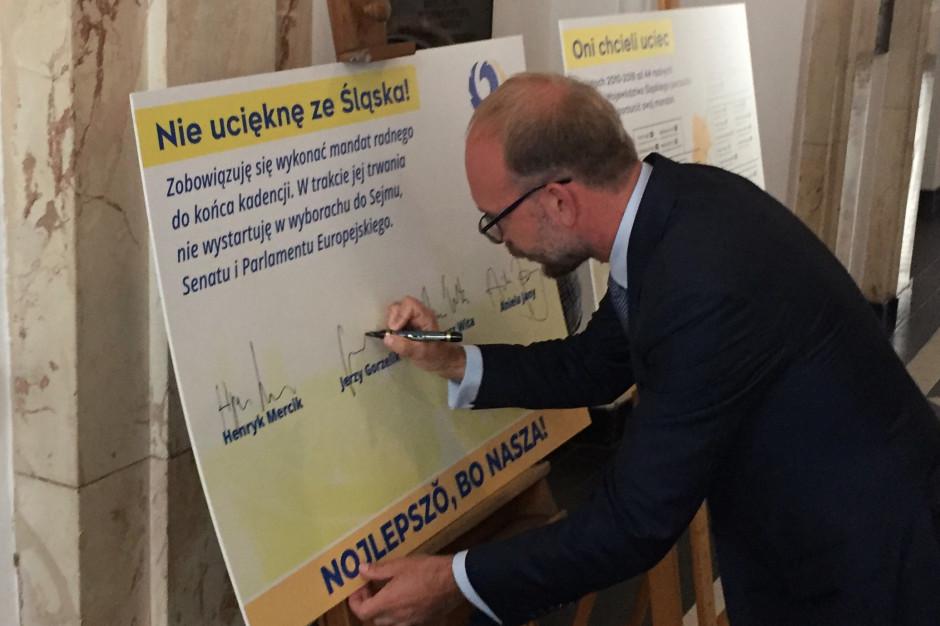 """Regionaliści podpisali zobowiązanie. I… wytknęli, kto chciał """"uciec"""" z sejmiku"""