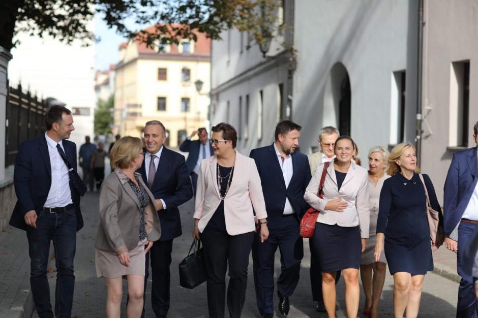 Liderzy Koalicji Obywatelskiej: Rząd musi wspierać samorząd