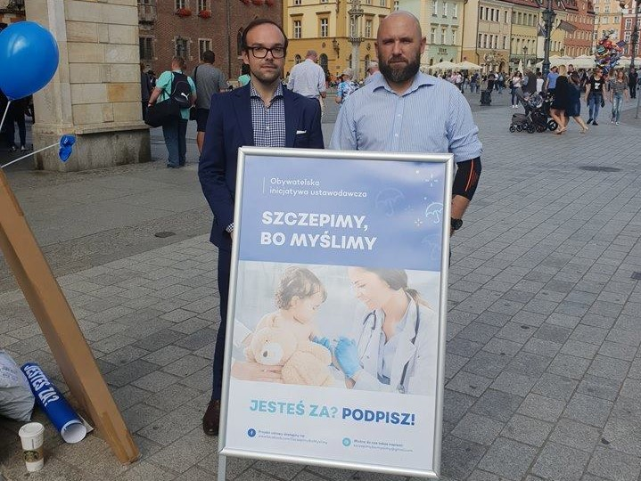 Marcin Kostka i Robert Wagner (fot. Facebook/Szczepimy, bo myślimy)