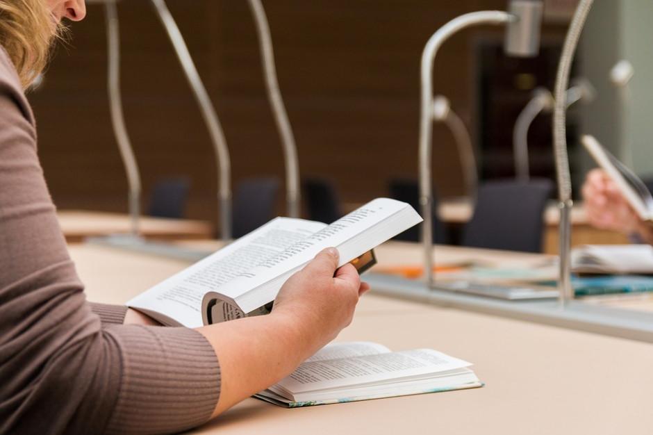 Rozpoczyna się pierwszy rok akademicki z Konstytucją dla Nauki