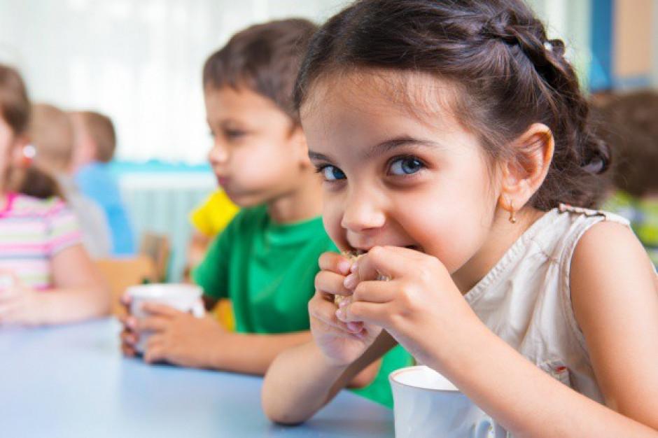Kanapka czy drożdżówka, czyli co jedzą dzieci w szkołach?