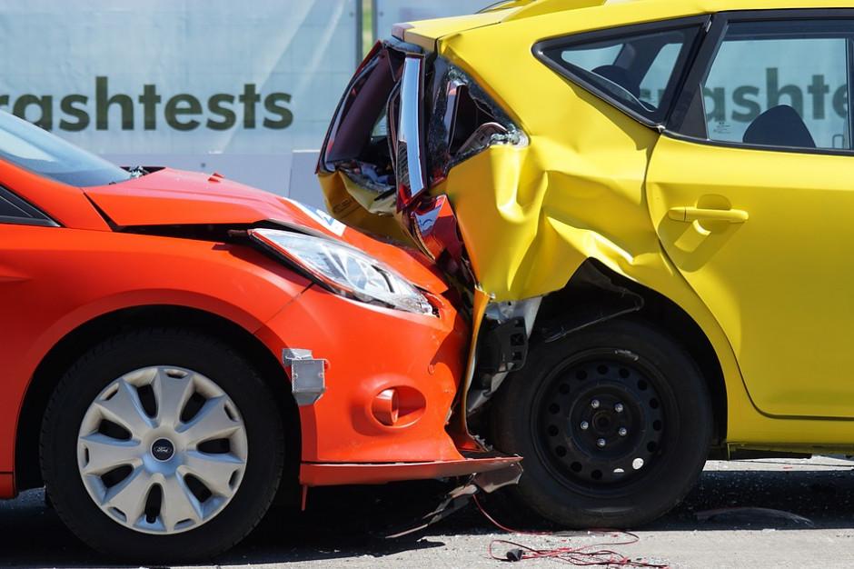 Kierowcy nie muszą wozić dowodu rejestracyjnego. Co w razie kolizji?