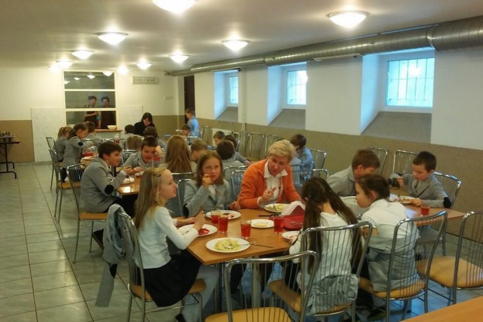 Rząd przeznaczy 200 mln zł na szkolne stołówki