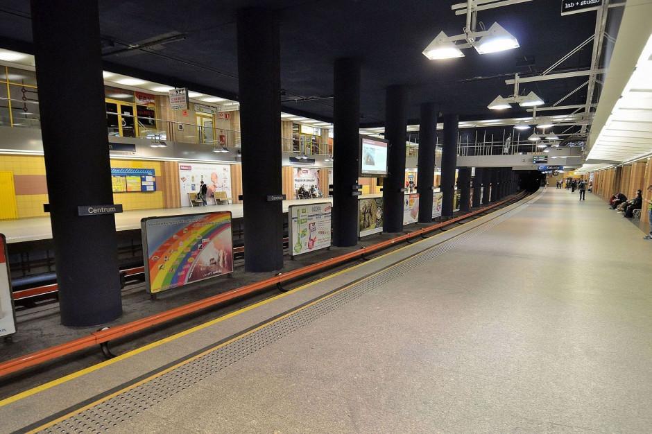 Awaria na stacji Metro Centrum. Schody nadal wyłączone
