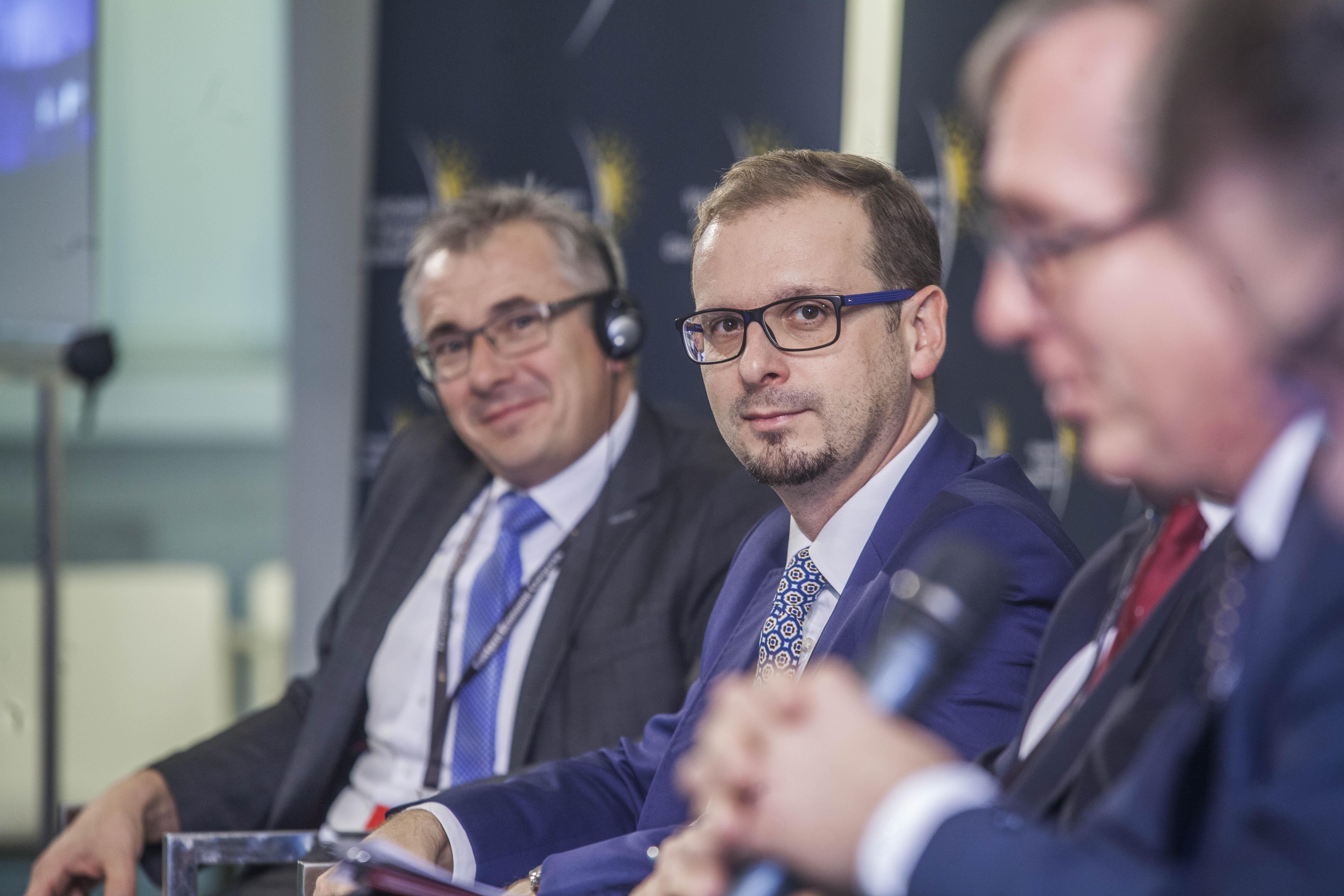 W środku Tomasz Janusz, zastępca dyrektora departamentu polityki regionalnej w Urzędzie Marszałkowskim Województwa Świętokrzyskiego. Fot. PTWP