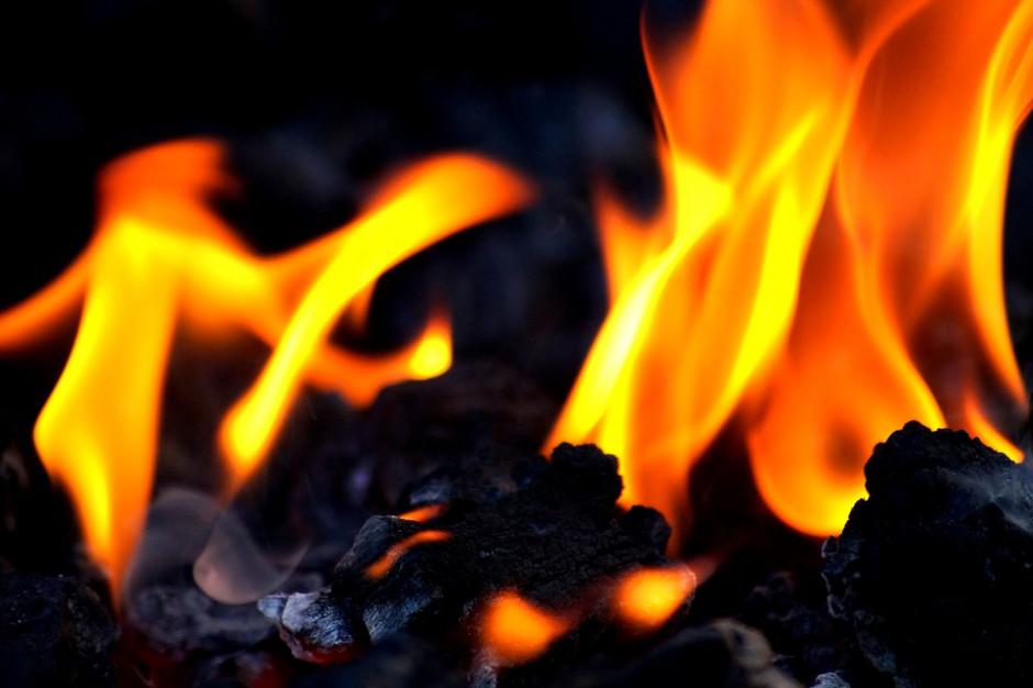 Jest śledztwo w sprawie pożarów składowisk odpadów w Grabowie