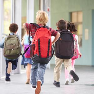 Praca na etacie    Wraz z nowym rokiem szkolnym wszedł obowiązek zatrudniania nauczycieli (w każdym typie placówek oświatowych, prowadzonych przez różne organy) na umowę o pracę.   MEN podkreśla, że nakaz zatrudniania na umowę o pracę będzie dotyczył tylko nauczycieli i nauczycieli specjalistów. Specjalistów, którzy nie mają uprawnień pedagogicznych, przepisy te nie obejmą, tak jak dotąd będą mogli być zatrudniani na umowę cywilnoprawną./ fot. shutterstock