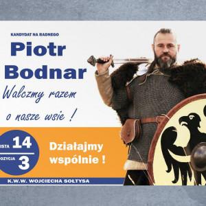 W kampanii wyborczej nie mogło oczywiście zabraknąć frakcji militarnej. Niewątpliwie należy do niej Piotr Bodnar, kandydat na radnego gminy Sulechów. Odziany w kolczugę, z mieczem w jednej i tarczą w drugiej dłoni (rekwizytów pewnie nie musiał szukać - jest historycznym rekonstruktorem) zachęca do wspólnej walki o lokalne wsie.