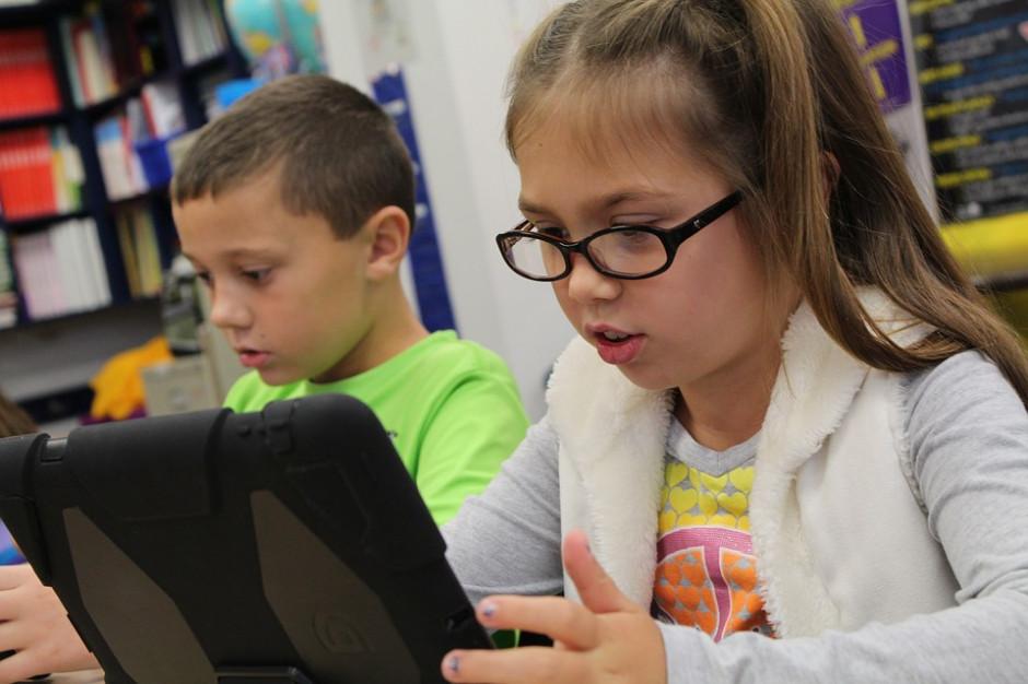 Opole wprowadzi e-tornistry w szkołach? Taki pomysł ma PSL