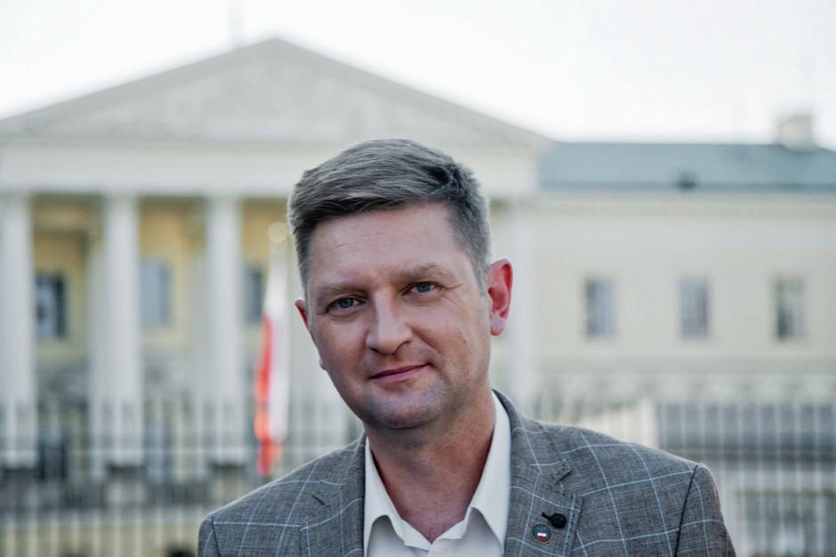 Andrzej Rozenek: jestem po stronie licencjonowanych taksówkarzy