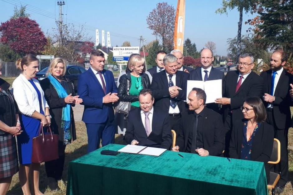 Minister Adamczyk podpisał umowę na budowę obwodnicy Iłży