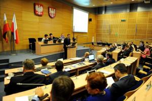 PiS obejmie samodzielne rządy w małopolskim