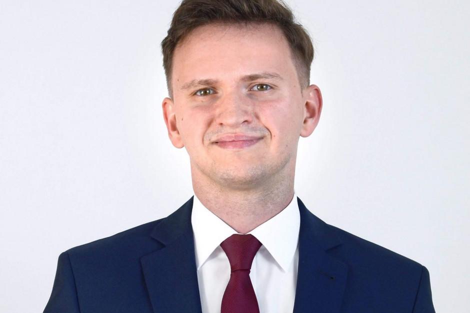 Najmłodszy wójt w Polsce ma 26 lat. Będzie rządził gminą Pszczółki