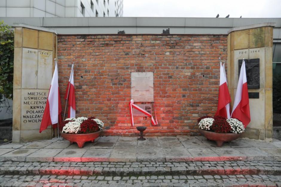"""Warszawa: Pierwsza """"Tablica Pamięci"""" odsłonięta"""