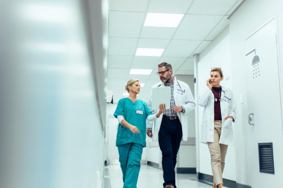Dyrektorzy śląskich szpitali podpisali umowy partnerskie z Lotniczym Pogotowiem Ratunkowym
