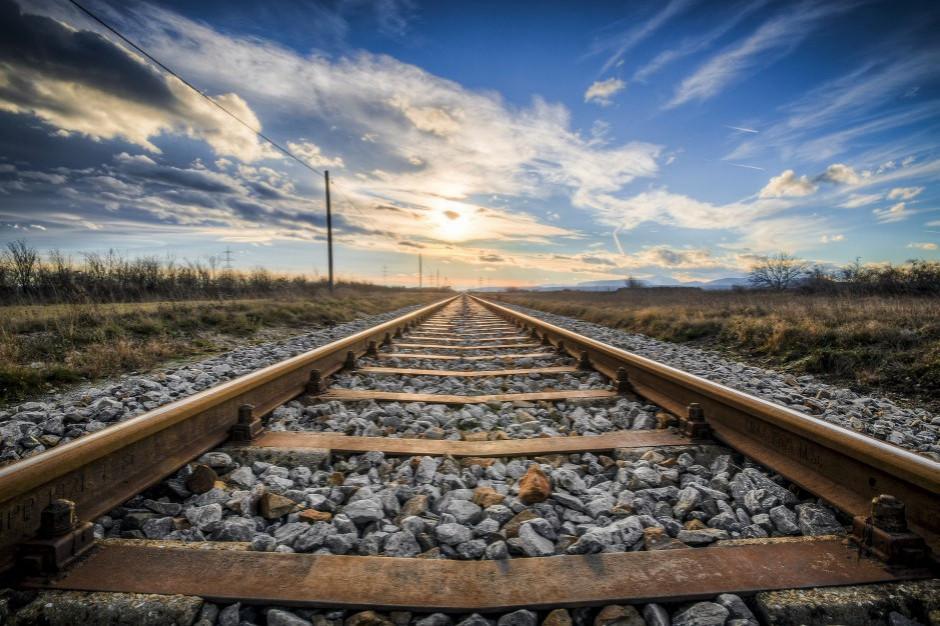 Urząd Transportu Kolejowego: coraz więcej osób jeździ pociągami