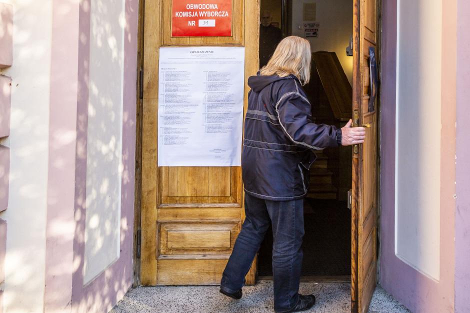 Nagrywanie głosowania. Zgłoszenie incydentu wyborczego w gminie Biesiekierz