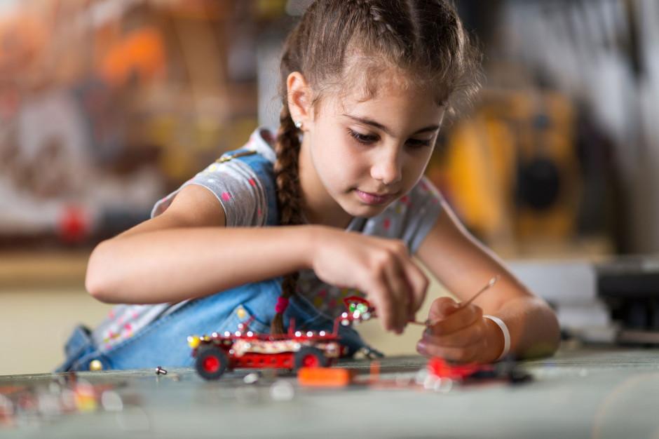 Podkarpackie: Uczniowie zbudują z klocków roboty i je zaprogramują