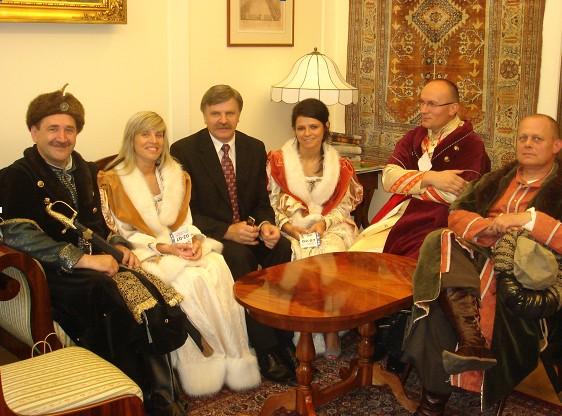 Jacek Bogucki (pierwszy po lewej) fot. jacekbogucki.pl