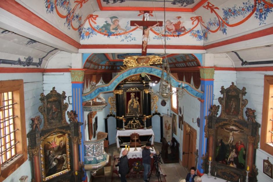 Barokowa ambona w zabytkowym kościele z Rogowa odzyskała dawny blask
