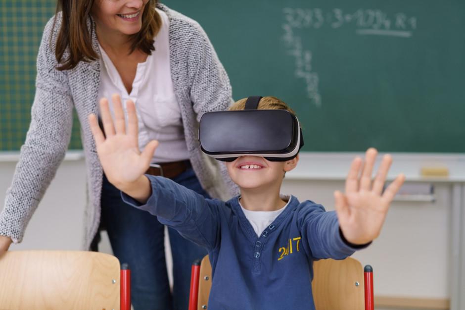 Wirtualna rzeczywistość wchodzi do szkół