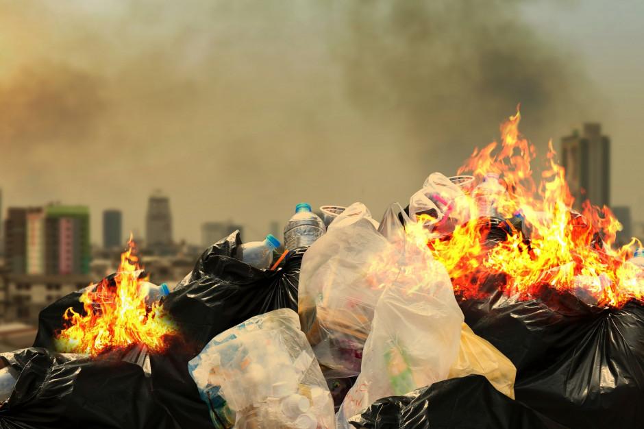 Śmieci nadal spalane. Samorządom brak skutecznego systemu kontroli