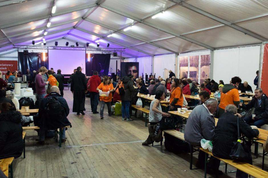 Kraków: Na rynku stanął Namiot Spotkań dla bezdomnych i potrzebujących