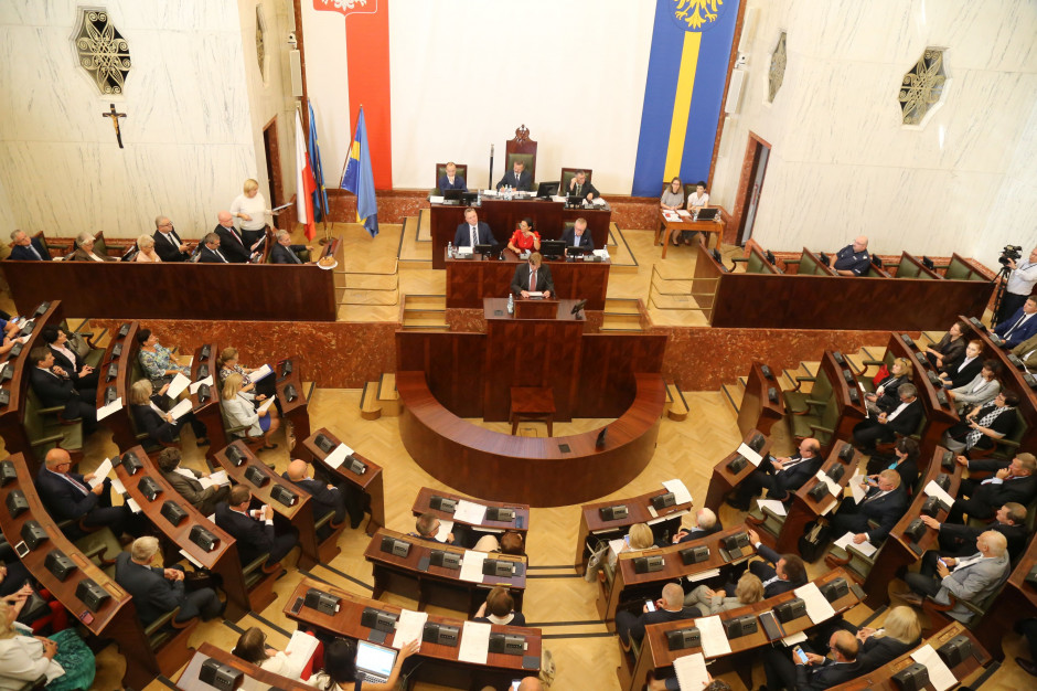 Korupcja i zdrada. Tak przedstawiciele PO i Nowoczesnej komentują woltę radnego Wojciecha Kałuży