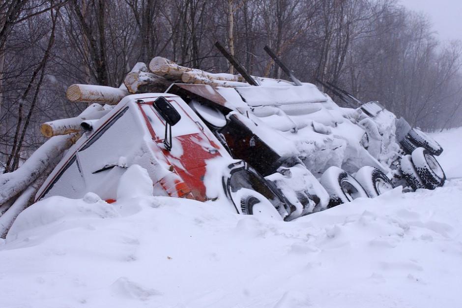 Pod Olsztynem karambol kilkunastu aut - na drodze gołoledź